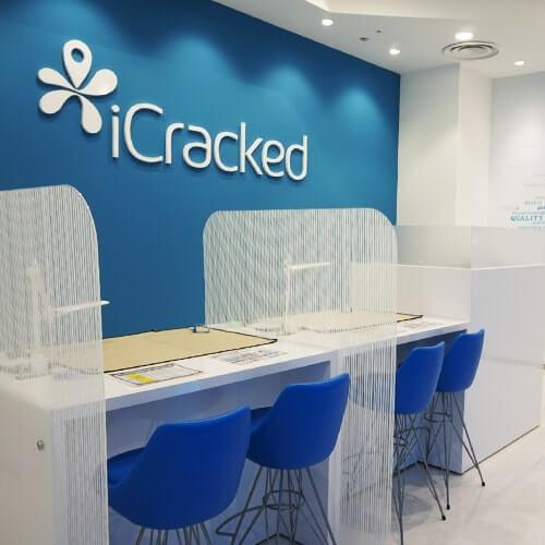 iCracked Store 心斎橋の店内写真1